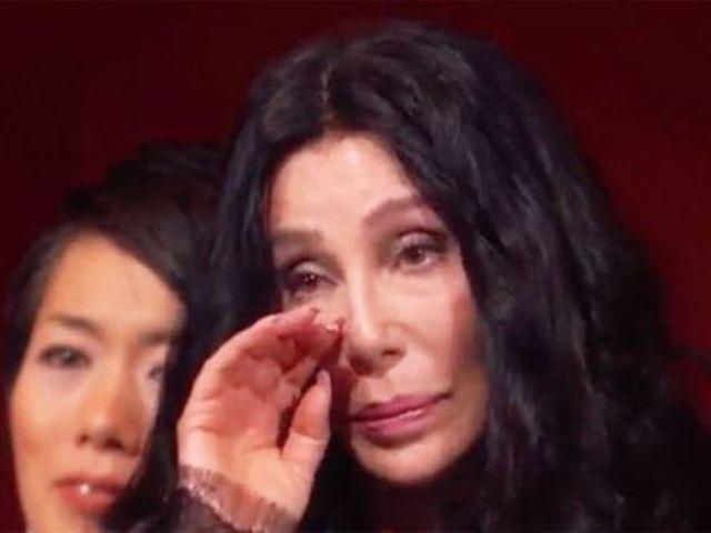 Adam Lambert megríkatta Chert
