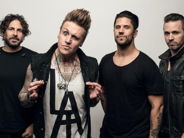 Jön a Papa Roach és a Hollywood Undead