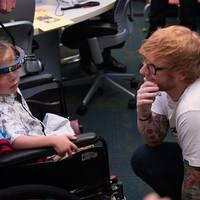Gyerekkórházban adott meglepetéskoncertet Ed Sheeran