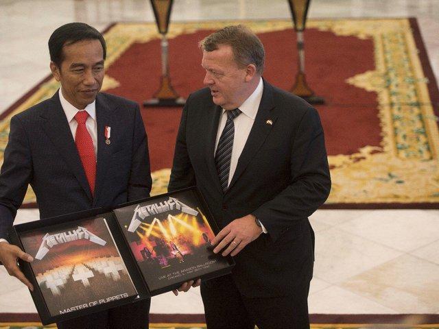 Metallica lemezt kapott az indonéz elnök