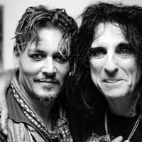 Johnny Depp szorongásáról énekel Alice Cooper