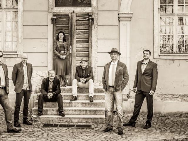 Grecsó Krisztiánnal írt dalt a Csík Zenekar