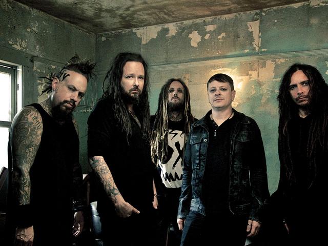Atomhangzással sújt le a Korn az év albumán