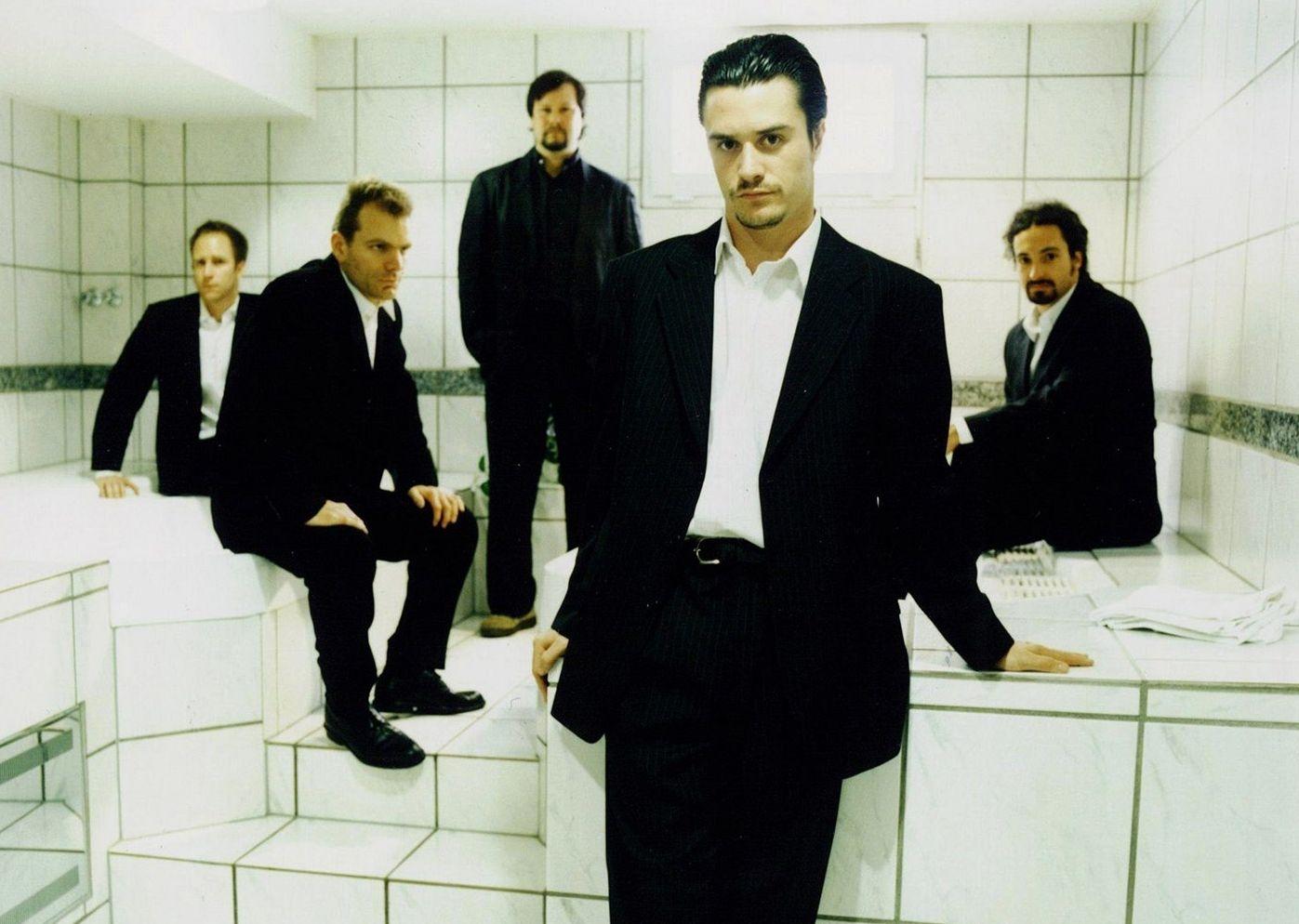 Az 1997-es Album of the Year lemezzel már öltönyben turnézott a Faith No More