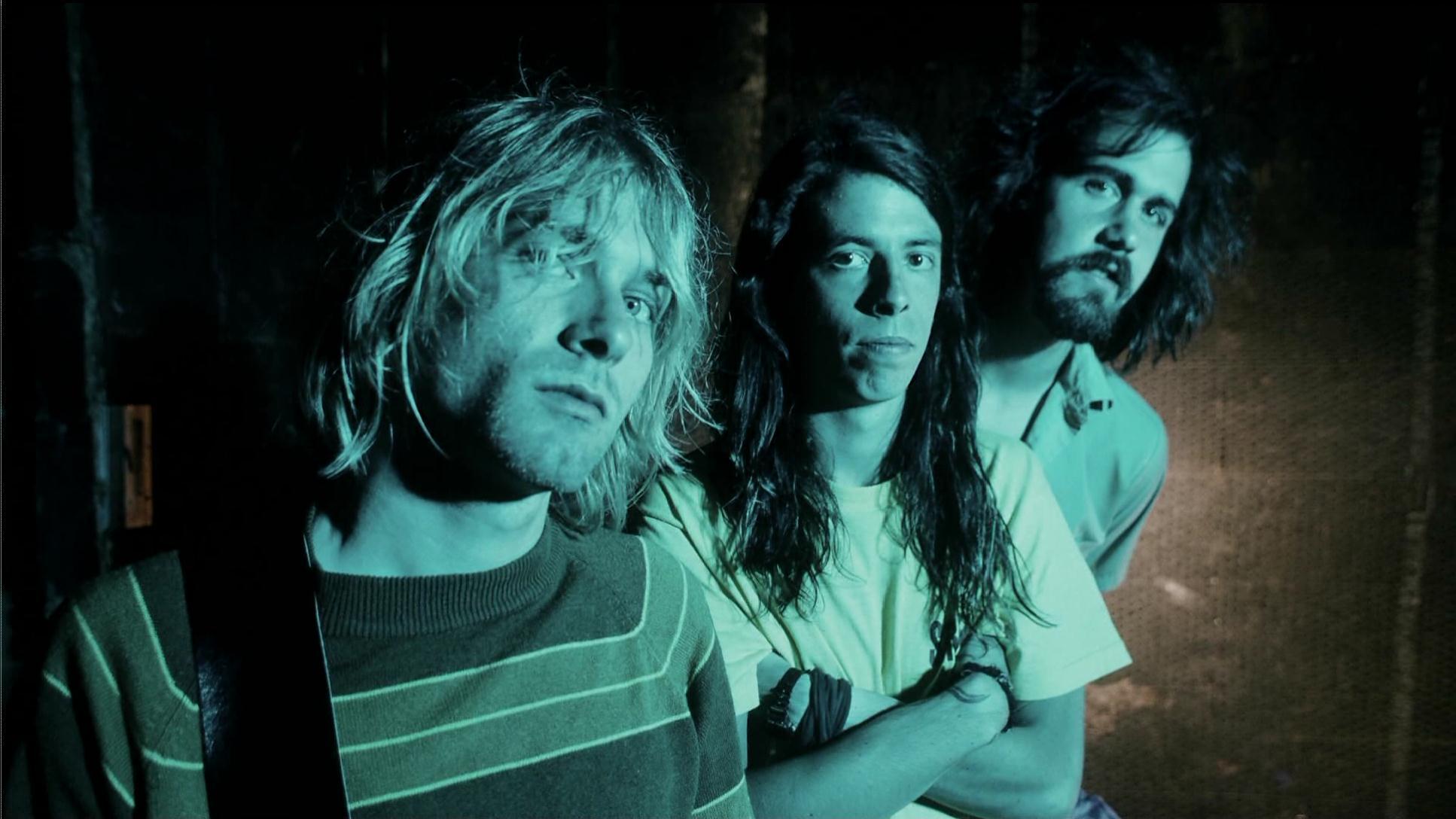 Az áttörés éve, 1991. Ekkor rögzítik és adják ki a Nevermind-ot, a lemezen már Dave Grohl (középen) dobol.