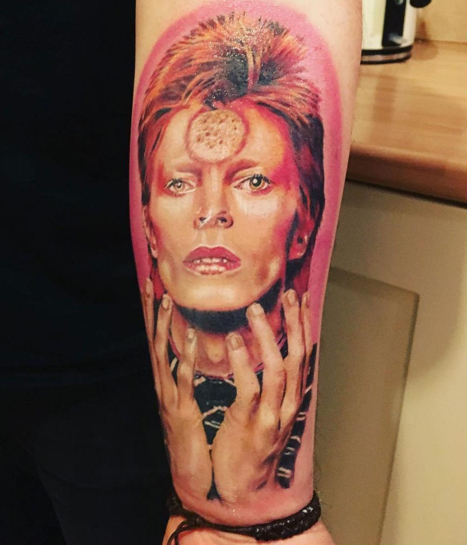 A legtöbben úgy vélik, hogy Ziggy Stardust korszak volt Bowie legsikeresebb időszaka. Sokaknak a mai napig ez a kép ugrik be legelőször, ha róla van szó.