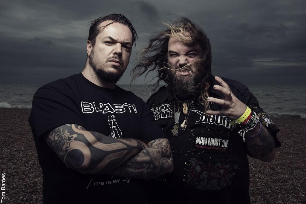 Igor és Max Cavalera: A zord megjelenésű Cavalera-fivérek közül Igor dobol, Max énekel és gitározik. 1983-ban közösen alapították a Sepultura zenekart, ám útjaik kettéváltak, hogy aztán 2007-ben békét kössenek és újra közösen zúzhassanak a Cavalera Conspiracyban.