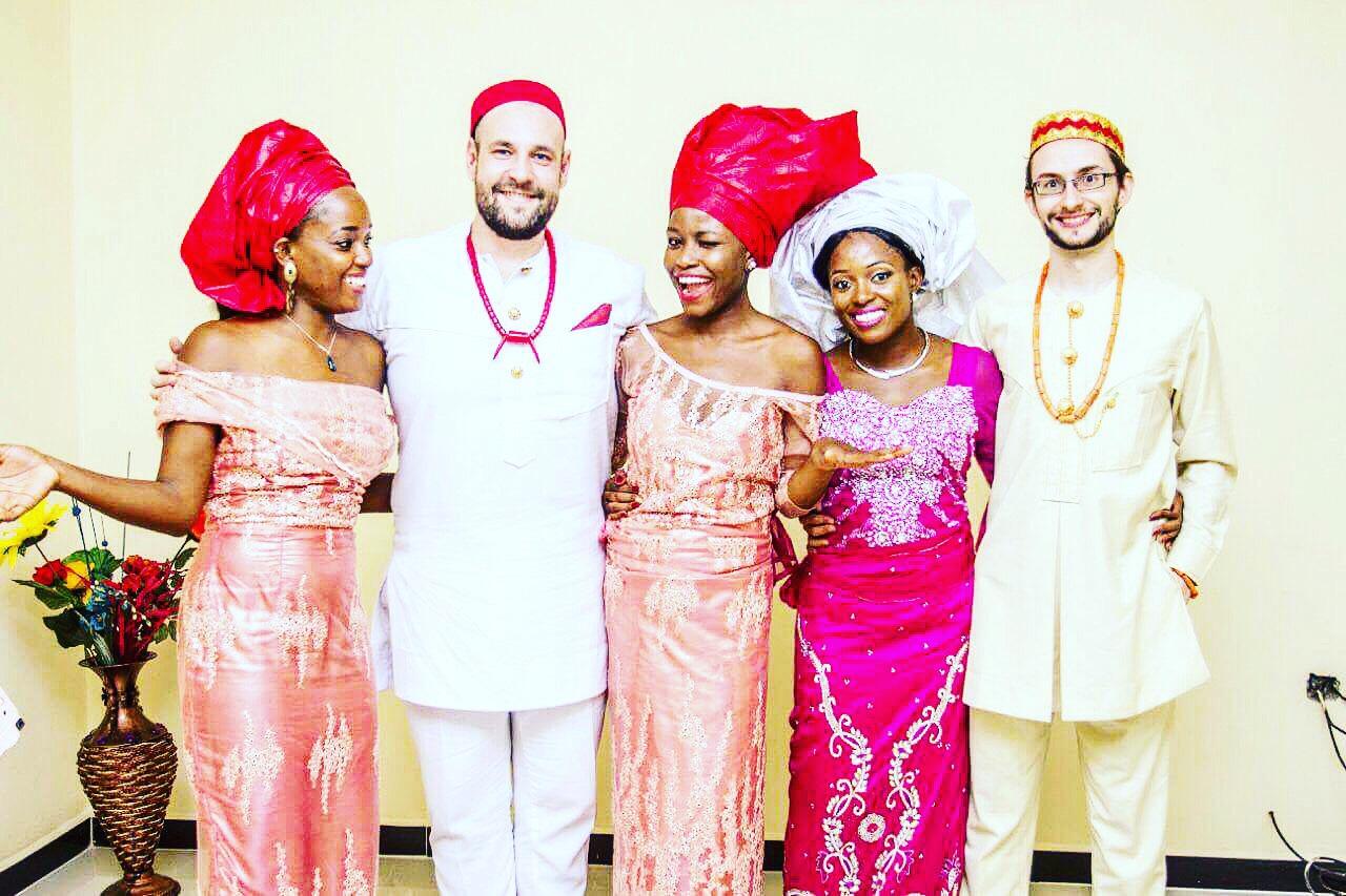 Ugo testvérének és skót férjének esküvőjén<br />
