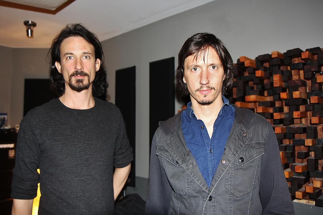 Joe és Mario Duplantier: A Gojira egy francia metal együttes, amit 1996-ban, Godzilla név alatt alapítottak. 2001-ben változtatták át Gojira-ra. A Gojira Joe Duplantier énekes-gitárosból, a testvéréből, Mario Duplantier dobosból, Christian Andreu szólógitárosból és Jean-Michel Labadie basszusgitárosból áll.