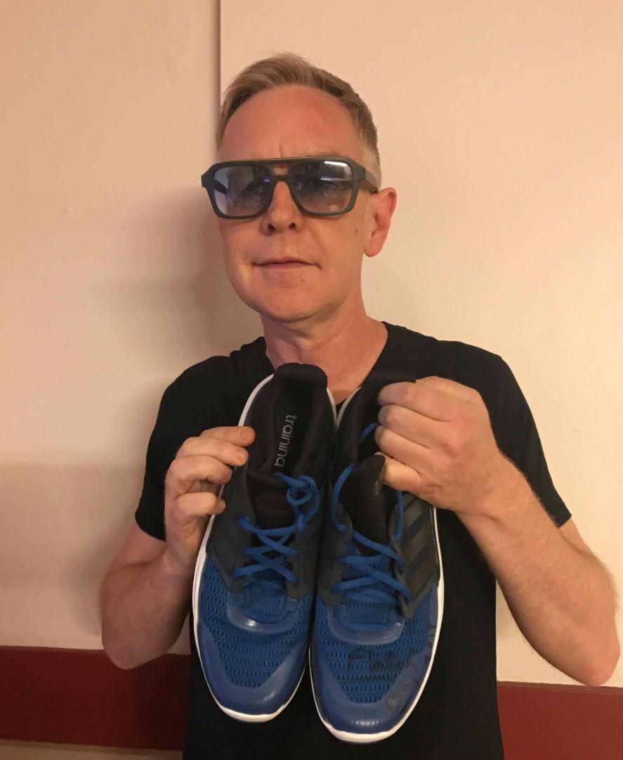 Andy Fletcher, a Depeche Mode szintise sem szeretett volna kimaradni a jótékonykodásból.