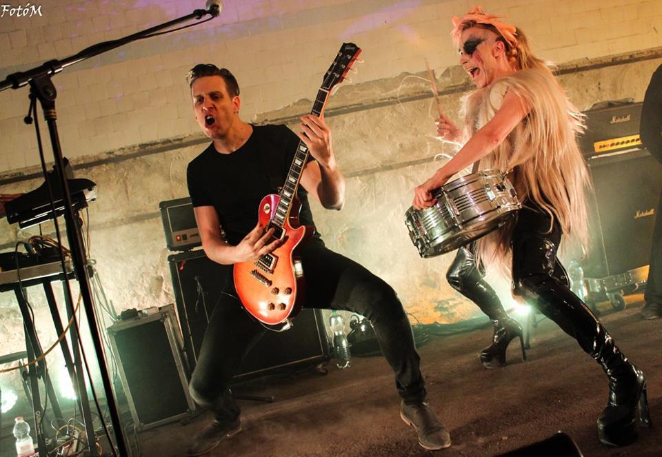 Pásztor Anna és Sámuel<br />Az Anna and the Barbies két motorja, Anna az extravagáns énekesnőjük, míg Sámuel a gitáros, és egyben sok dal szerzője is.