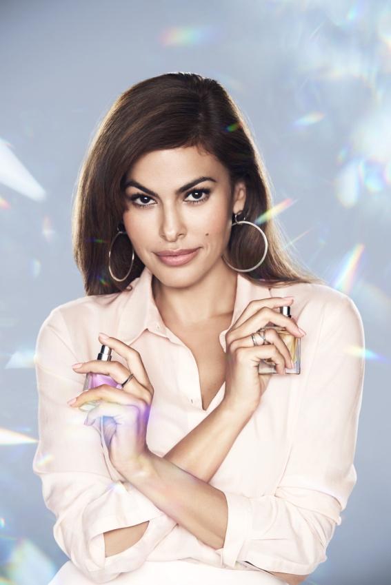 17c23e13a2 Az AVON Eve Duet parfüm-je a Nők különböző oldalát személyesíti meg, ezért  a vállalat Eva Mendes színésznőt kérte fel a parfüm arcának.