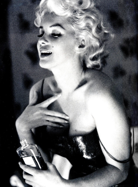 marilyn-monroe-love-chanel-5-thumb-550x743.jpg