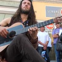 Így nyomja egy orosz utcai gitáros - Nem semmi!