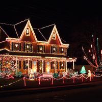 Karácsonyi díszkivilágítás - a nyakunkban