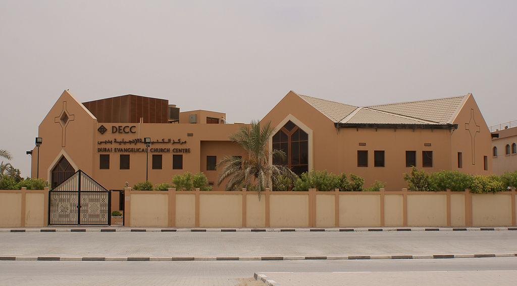 Nem csak mecseteket találhatunk a városban, hiszen Dubaj - köszönhetően a megannyi náció tagjainak, akik itt élnek - vallásilag is sokszínű. Egy evangélikus templom.