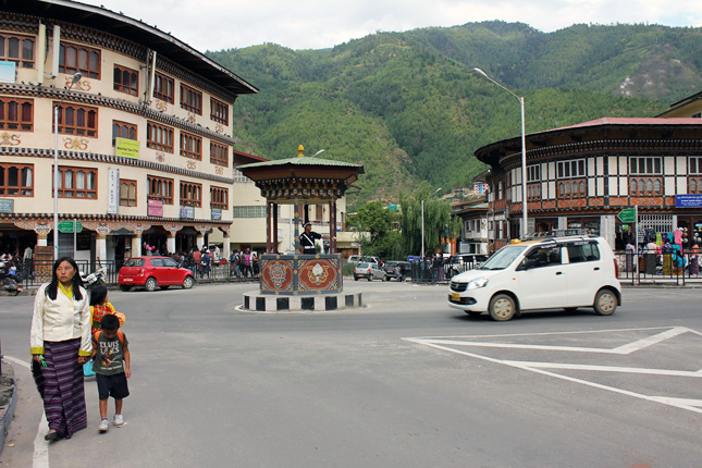 20121227-bhutan-thimpu-legforgalmasabb-pontjan-rendor.jpg