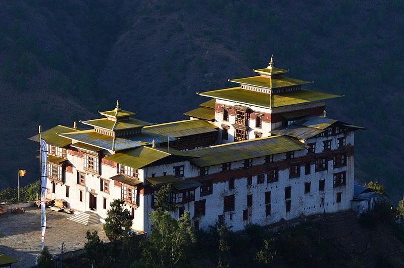 800px-tashigang_dzong_111120.jpg
