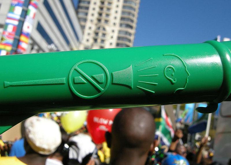 800px-vuvuzelas_warning.jpg