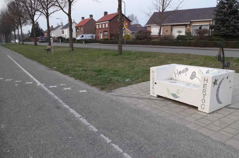 baarle-hertog-nassau-bench-sitting-on-border-side.jpg