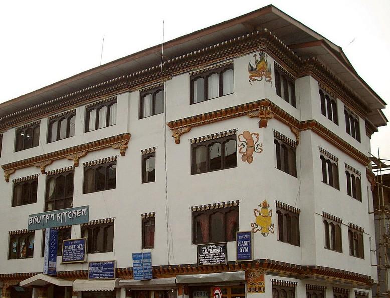 Bhutánban a házak mindennapi díszítő elemei városban...