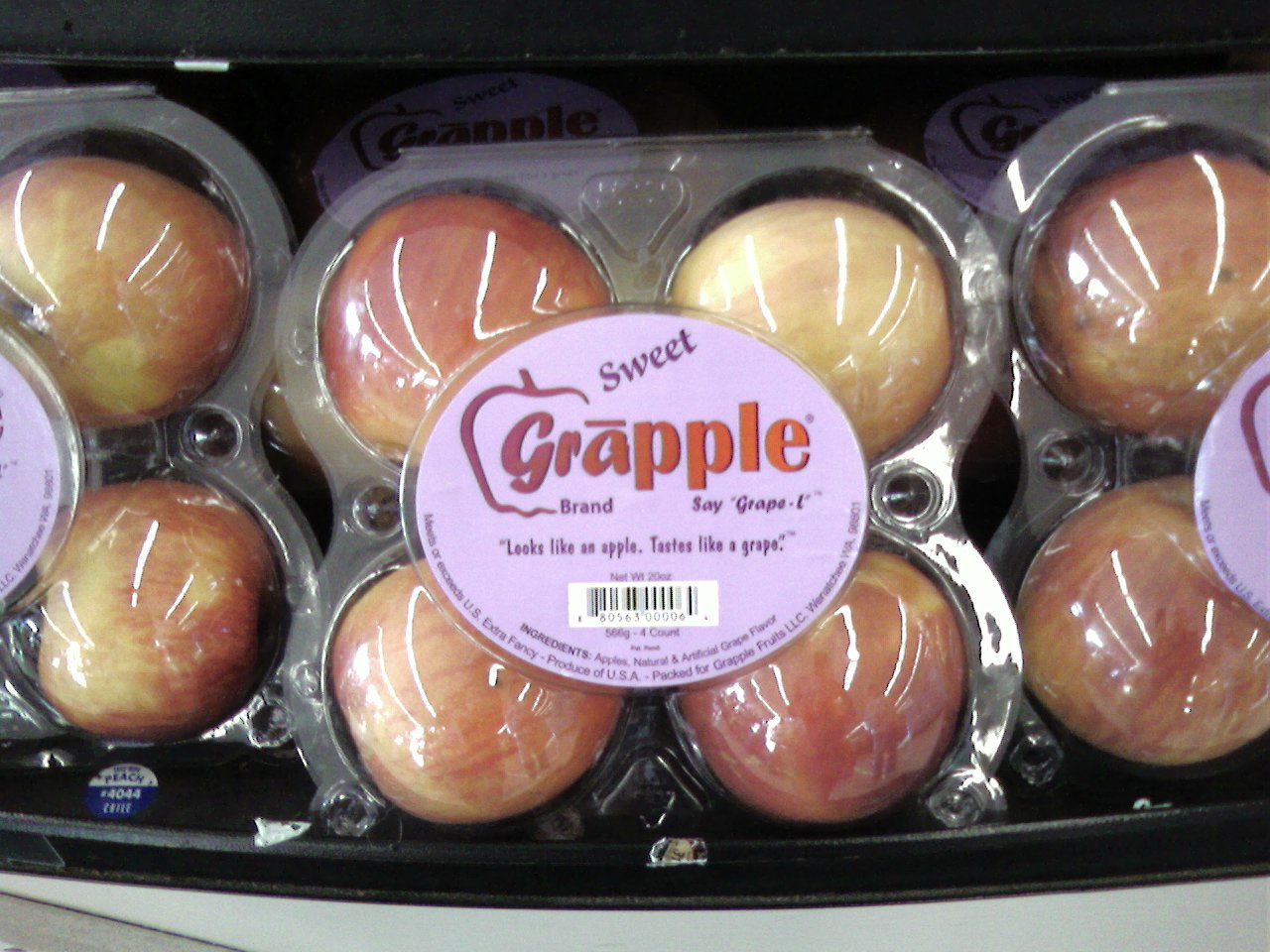 box_of_gr_pples_in_a_supermarket_20080312.jpg