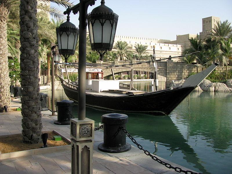 Vannak még hagyományos közlekedési eszközök is, habár ezeket manapság már elsősorban csak turisták veszik igénybe.