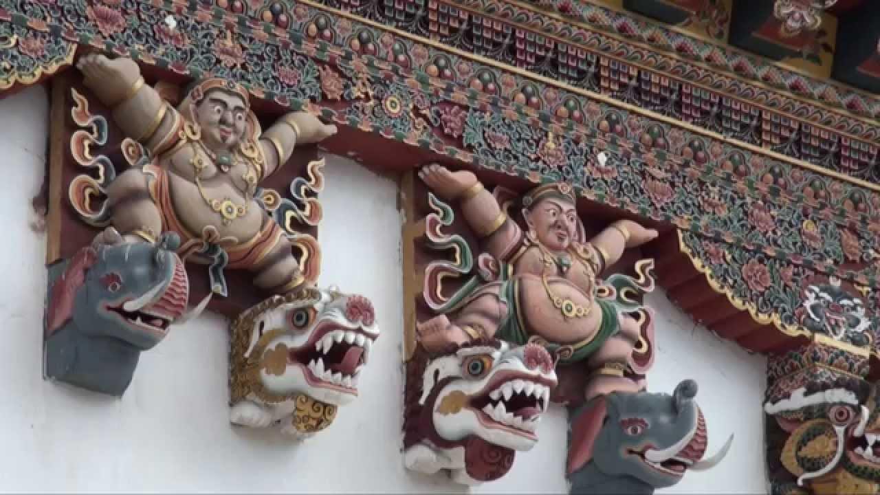 Ha az épületek díszítéséről van szó, a bhutániak nem spórolnak.