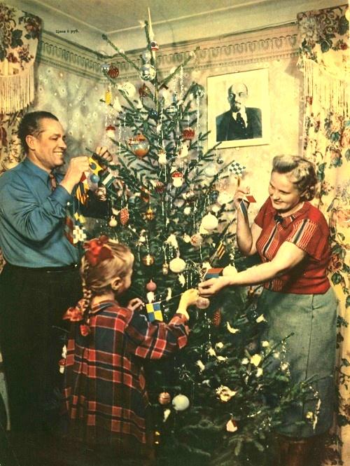 photo-by-v_-shakhovsky_-family-of-a-metallurgist-g_m_-sleptsov-decorates-the-christmas-tree_-1954.jpg