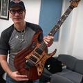 Így készül Steve Vai gitárja