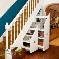 Lépcső alatti tárolók és kutyaházak