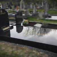 A sírok épített elemeinek karbantartása
