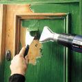 Régi festék eltávolítása ajtókról, ablakokról