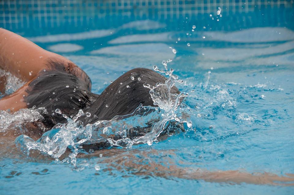 swimming-pool-3643306_960_720.jpg