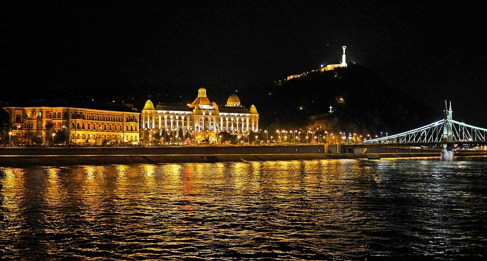 west-bank-danube-gellert-hotel-budapest-at-night-1566316.jpg