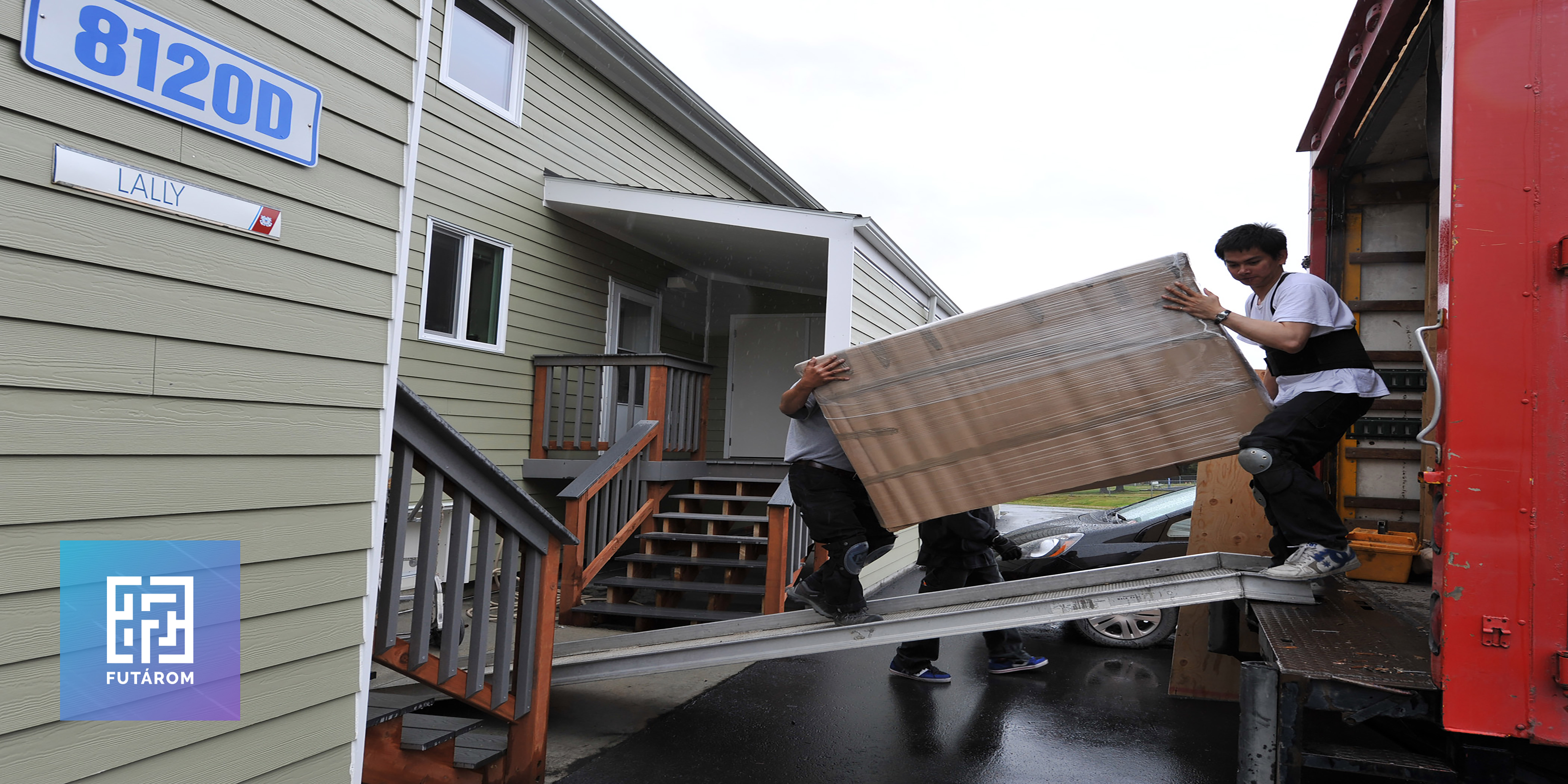 120611-g-kl864-553-lally-family-move-from-kodiak-housing.jpg