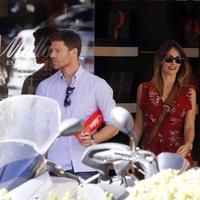 Az Alonso házaspár Madridban vásárolgatott