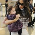 Victoria és Harper a reptéren