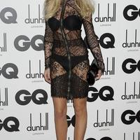 Abbey Clancy átlátszó ruhában a GQ díjátadóján