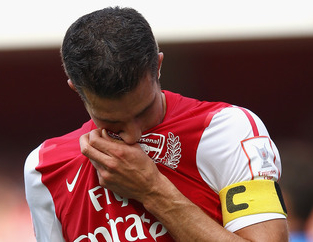 Robin-van-Persie-Arsenal-Kissing-badge.jpg