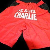 A francia focicsapat szentségtörő tisztelgése a Charlie Hebdo előtt