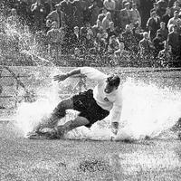 Vízszerelő, harckocsizó és angol futball-legenda