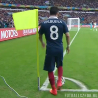 Ki a magasabb: Valbuena vagy a szögletzászló?