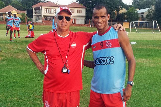 Rivaldo-tecnico-Angola-Foto-ReproducaoTwitter_LANIMA20120209_0085_26.jpg