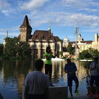 Futóklub a Történelmi Épületcsoport előterében