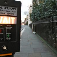 Londonban hamarosan intelligens jelzőlámpák fogják figyelni a gyalogosokat