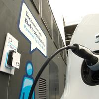 2020-ig 4000 elektromosautó-töltőállomás lesz Magyarországon. Jelenleg néhány tucat van
