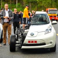 260 és fél elektromos autóval állítottak fel új rekordot. Vajon elég-e a marketing az e-közlekedési forrdalomhoz?