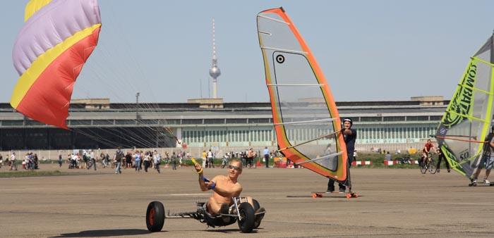 Tempelhofer_Freiheit-Flughafen_Tempelhof-Fliegen.jpg