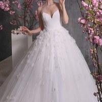 Romantikus ruhaköltemények a tavaszi álomesküvőre